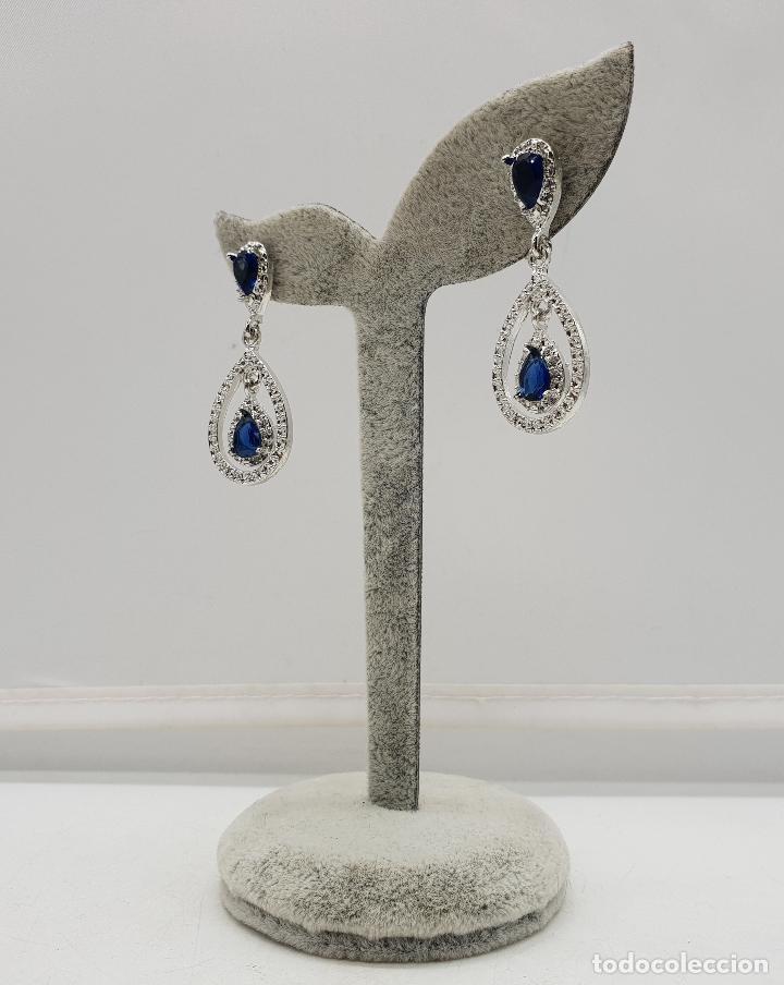 Joyeria: Pendientes tipo art decó chapados en plata y cristal austriaco talla lagrima en tono azul zafiro . - Foto 4 - 143818894