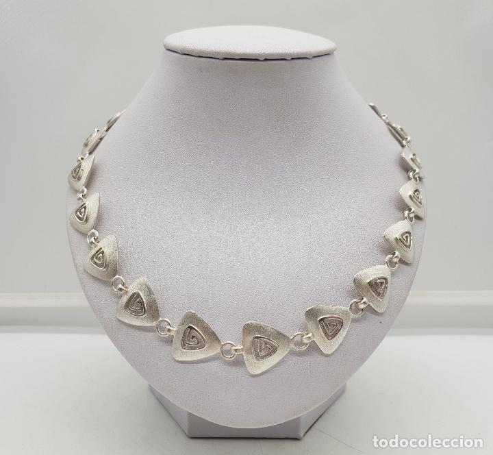 Joyeria: Gargantilla de diseño exclusivo con eslabones triangulares en plata de ley mate . - Foto 3 - 143820098
