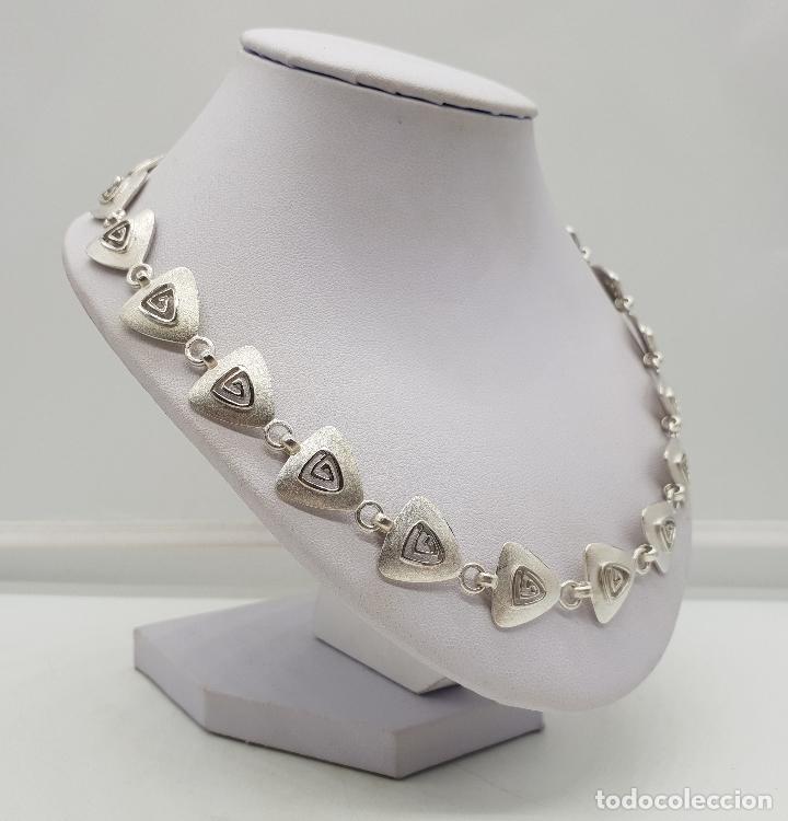 Joyeria: Gargantilla de diseño exclusivo con eslabones triangulares en plata de ley mate . - Foto 4 - 143820098