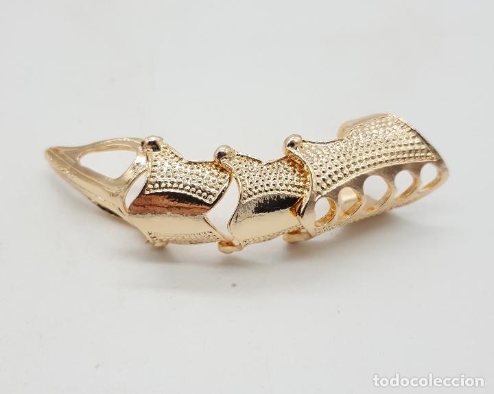 Joyeria: Anillo con forma de garra articulada chapada en oro de ley de estilo gótico . - Foto 4 - 143849250