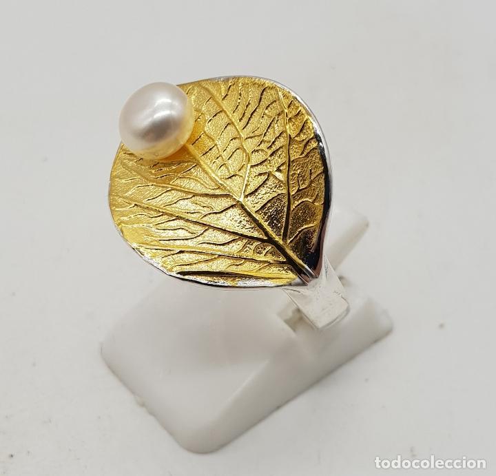 Joyeria: Sortija en plata de ley y oro de 18k con forma de hoja y perla simulando gota de agua, hecho a mano - Foto 4 - 112467359