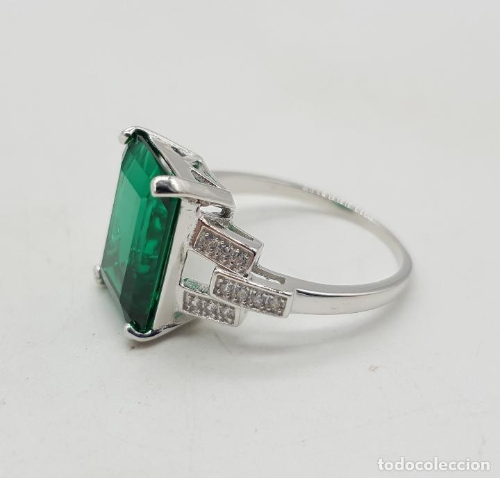 Joyeria: Espectacular sortija tipo art decó en plata de ley, circonitas y gran topacio verde talla esmeralda. - Foto 6 - 150058792