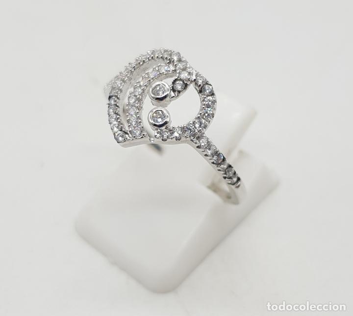 Joyeria: Bella sortija de estilo clasico en plata de ley con pavé de circonitas talla brillante . - Foto 2 - 144271310
