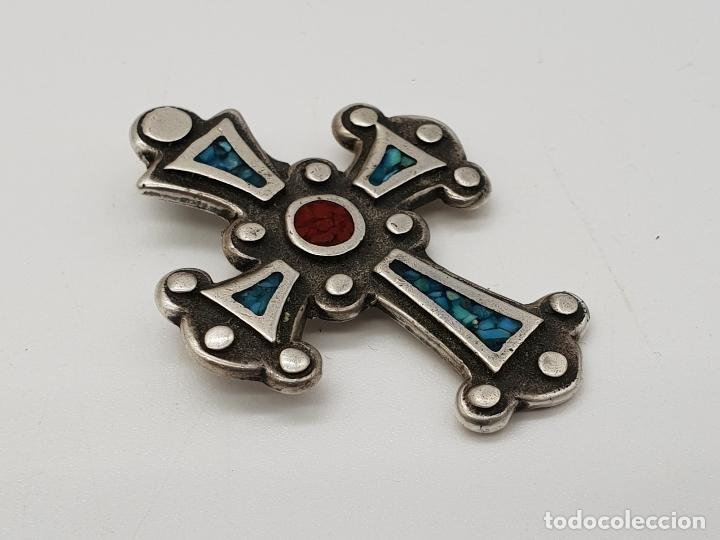 Joyeria: Cruz antigua trebolada de estilo gotico en plata de ley y aplicaciones de coral y turquesa . - Foto 4 - 144742014