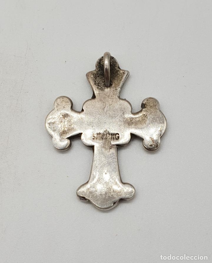 Joyeria: Cruz antigua trebolada de estilo gotico en plata de ley y aplicaciones de coral y turquesa . - Foto 5 - 144742014
