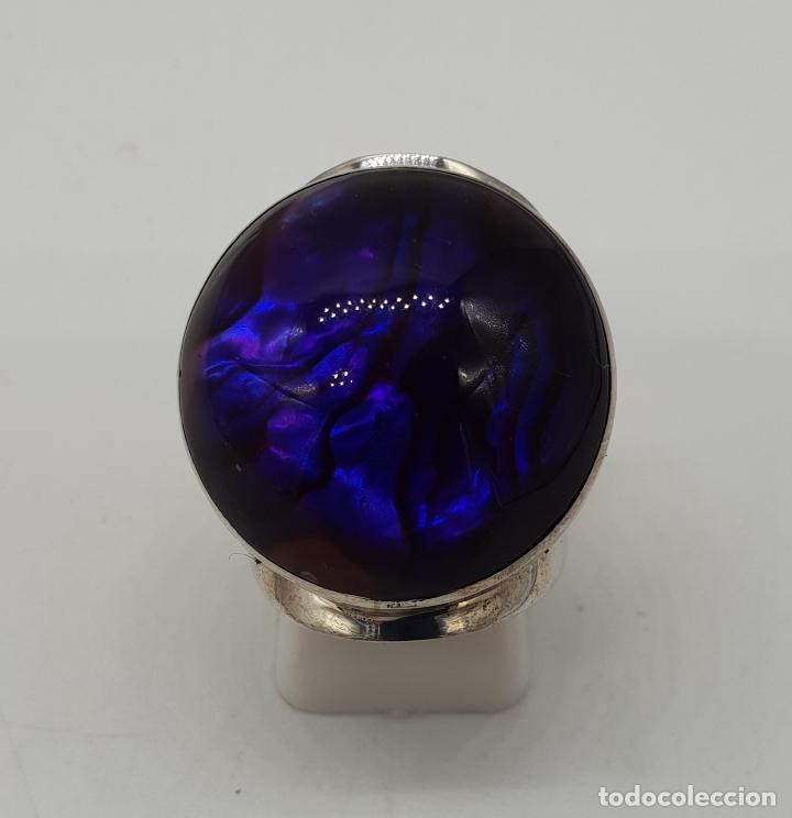 Joyeria: Gran anillo vintage de diseño en plata de ley, fondo de madreperla y cabujón en símil de amatista . - Foto 2 - 144768262