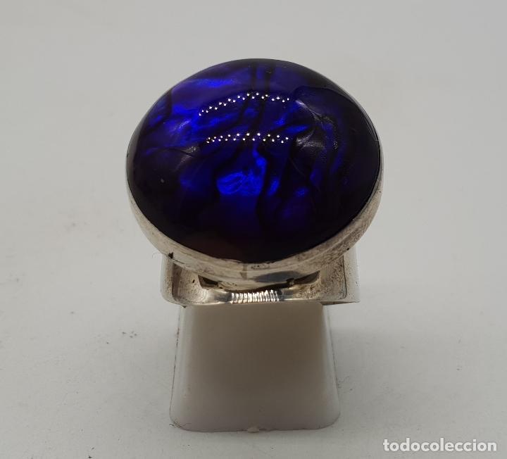 Joyeria: Gran anillo vintage de diseño en plata de ley, fondo de madreperla y cabujón en símil de amatista . - Foto 4 - 144768262