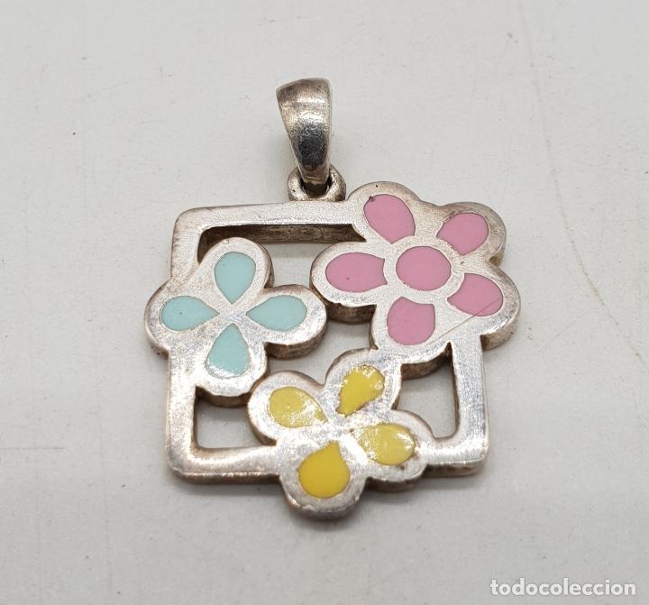 Joyeria: Colgante de plata de ley con flores esmaltadas en bellos tonos pastel, con contraste . - Foto 3 - 144770146