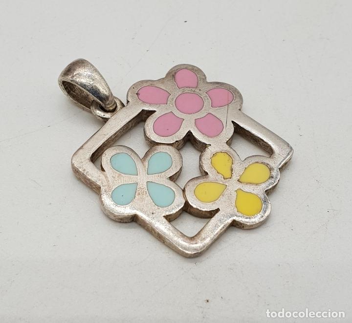 Joyeria: Colgante de plata de ley con flores esmaltadas en bellos tonos pastel, con contraste . - Foto 4 - 144770146