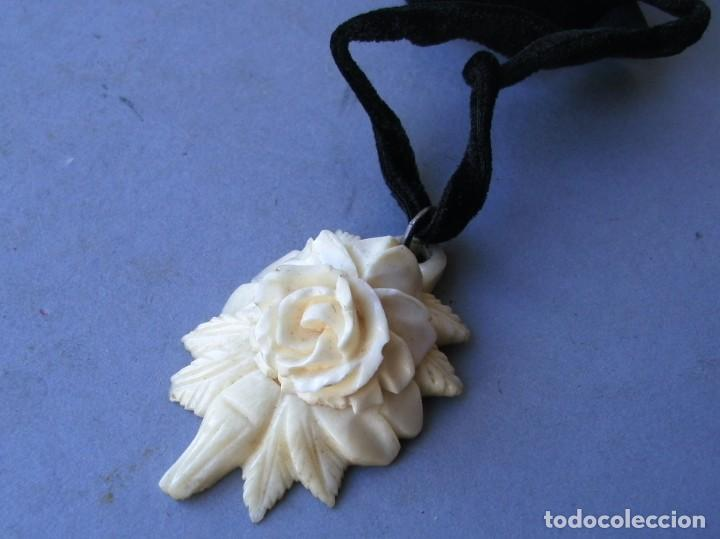 Joyeria: guardapelos con pequeña foto de santa, tallada de hueso en forma de rosa (4,5x3cm aprox) - Foto 4 - 144782546
