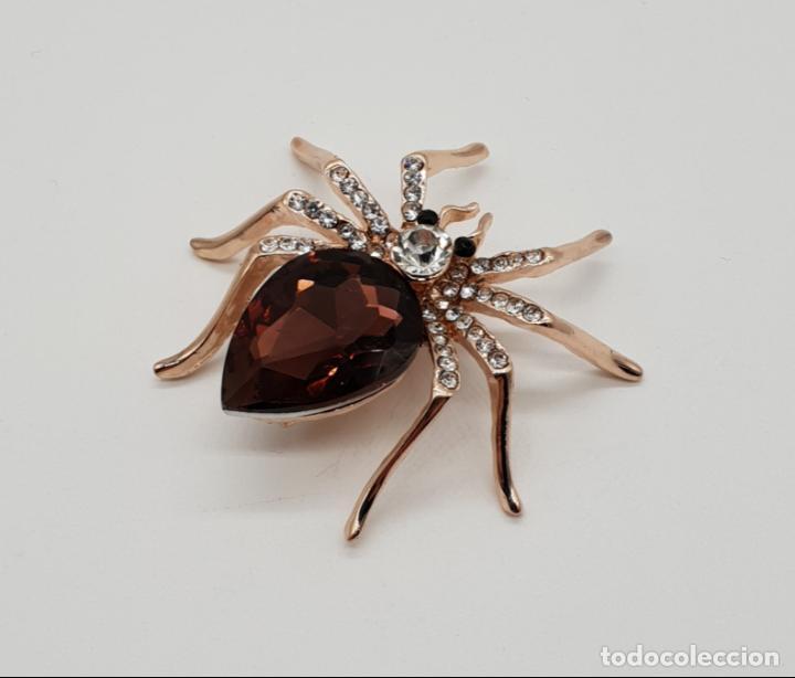 Joyeria: Bello broche de estilo art decó con acabado en oro, circonitas y cristal austriaco talla lagrima . - Foto 2 - 158725086