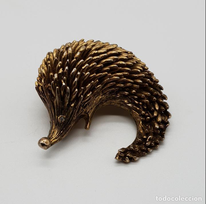 Joyeria: Broche antiguo en forma de erizo con acabado de oro viejo y circonita talla brillante por ojo . - Foto 3 - 145119126