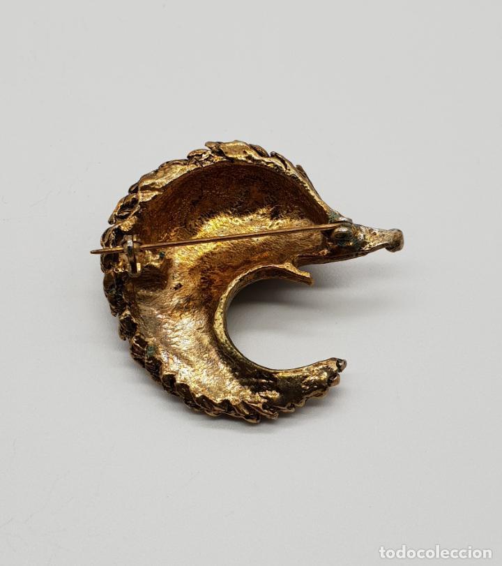 Joyeria: Broche antiguo en forma de erizo con acabado de oro viejo y circonita talla brillante por ojo . - Foto 5 - 145119126