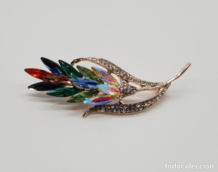 Joyeria: Elegante broche de estilo art decó con acabado en oro, circonitas y cristal austriaco talla marqués - Foto 4 - 145121158