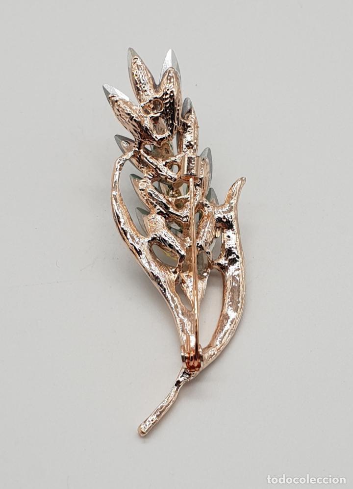 Joyeria: Elegante broche de estilo art decó con acabado en oro, circonitas y cristal austriaco talla marqués - Foto 5 - 145121158