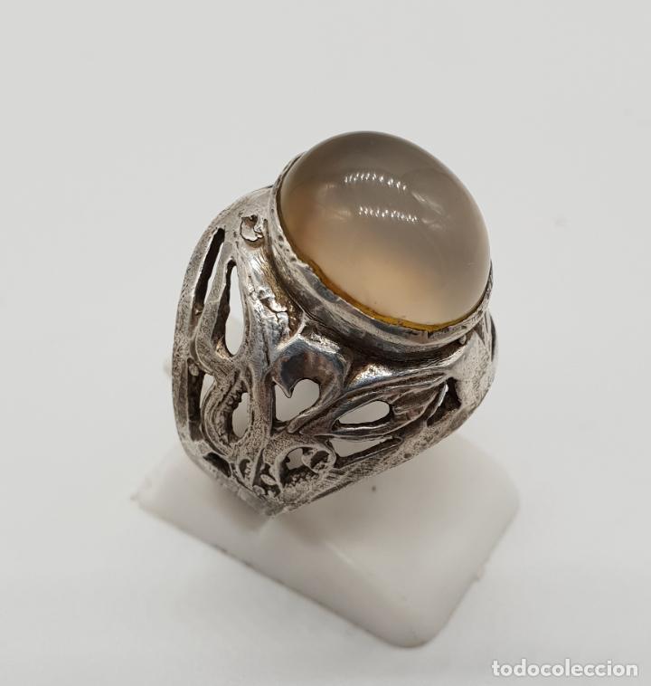 Joyeria: Anillo antiguo en plata de ley labrada y cincelada con cabujón de cuarzo natural incrustado . - Foto 3 - 145126650