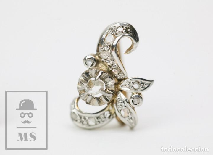 Joyeria: Pareja de Antiguos Pendientes de Oro Amarillo Irradiado y Diamantes - Motivos Vegetales / Hojas - Foto 2 - 147964814