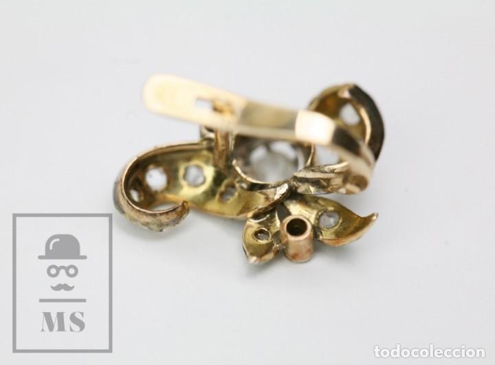 Joyeria: Pareja de Antiguos Pendientes de Oro Amarillo Irradiado y Diamantes - Motivos Vegetales / Hojas - Foto 6 - 147964814