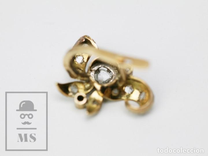 Joyeria: Pareja de Antiguos Pendientes de Oro Amarillo Irradiado y Diamantes - Motivos Vegetales / Hojas - Foto 8 - 147964814