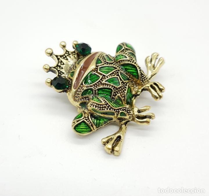 Joyeria: Original broche de principe rana con acabado en bronce, esmaltes al fuego y pedrería . - Foto 2 - 159068964