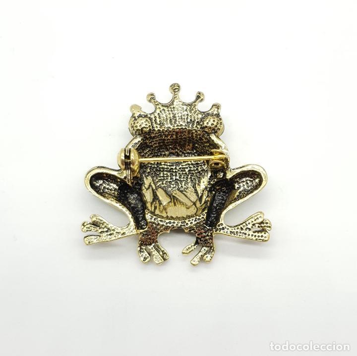 Joyeria: Original broche de principe rana con acabado en bronce, esmaltes al fuego y pedrería . - Foto 5 - 159068964