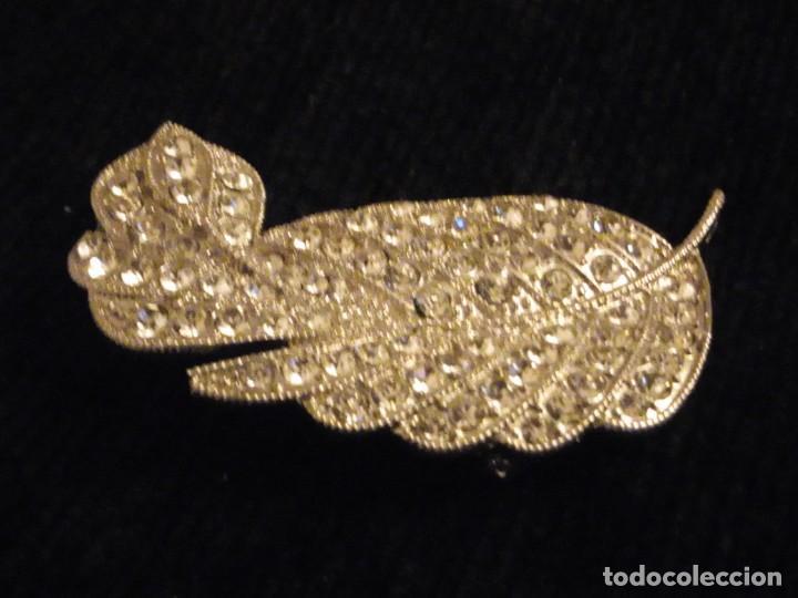 Joyeria: Precioso broche de metal plateado forma de hoja con circonitas. - Foto 2 - 148584498