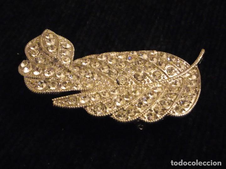 Joyeria: Precioso broche de metal plateado forma de hoja con circonitas. - Foto 3 - 148584498