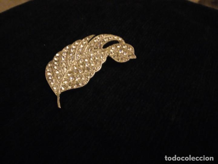 Joyeria: Precioso broche de metal plateado forma de hoja con circonitas. - Foto 4 - 148584498