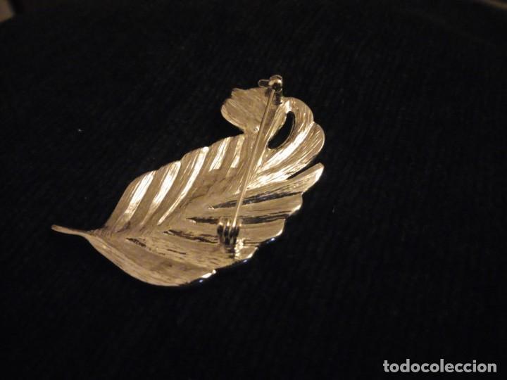 Joyeria: Precioso broche de metal plateado forma de hoja con circonitas. - Foto 5 - 148584498