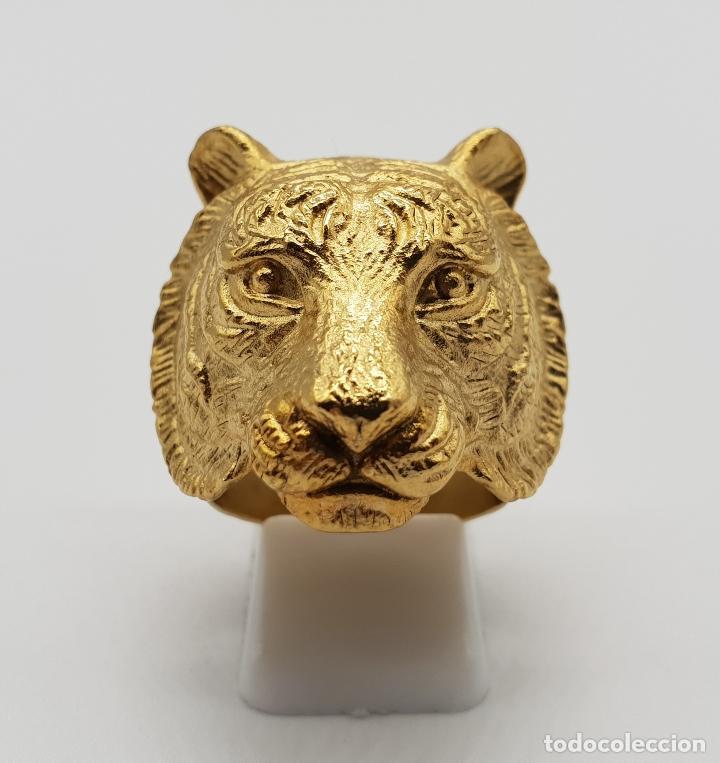 Joyeria: Gran anillo de caballero con cabeza de tigre blanco en relieve chapado en oro de 18k . - Foto 3 - 148801146