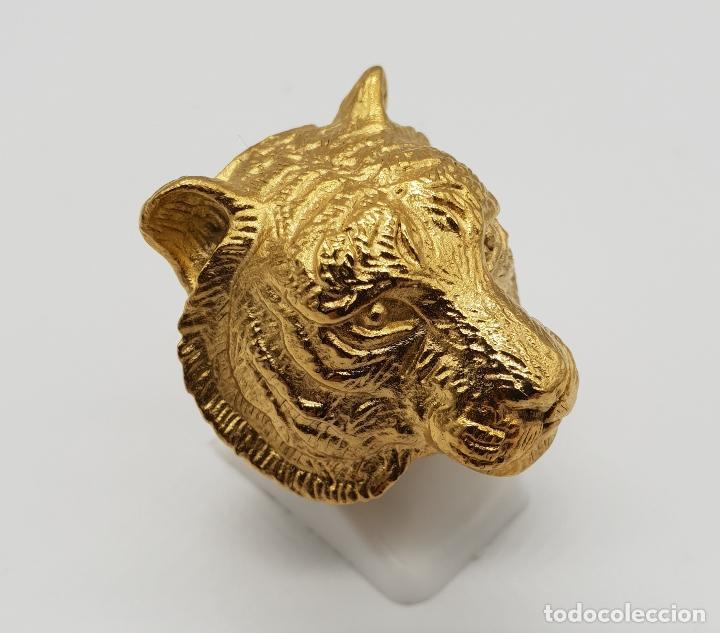Joyeria: Gran anillo de caballero con cabeza de tigre blanco en relieve chapado en oro de 18k . - Foto 4 - 148801146