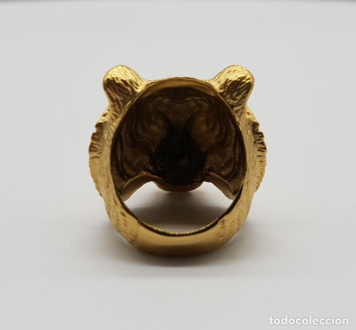 Joyeria: Gran anillo de caballero con cabeza de tigre blanco en relieve chapado en oro de 18k . - Foto 5 - 148801146