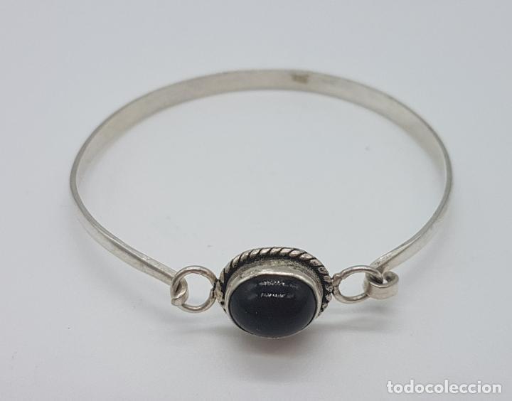 Joyeria: Bonita pulsera antigua en plata de ley contrastada con cabujón de azabache incrustado. - Foto 2 - 148838702