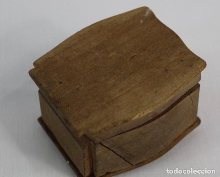 Joyeria: Caja de anillo en madera tallada época modernista fines XIX a pps del s XX Art Nouveau Mide 5.5x5x3 - Foto 3 - 149939798