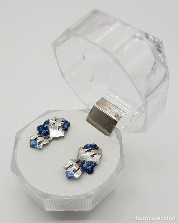 Joyeria: Pendientes de diseño en plata de ley con esmaltes azules troquelados a mano . - Foto 2 - 150541494