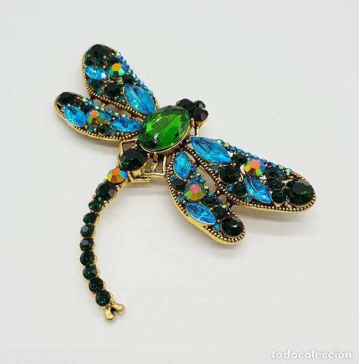 Joyeria: Broche de estilo modernista de libelula con acabado en oro , y pedrería de cristal austriaco . - Foto 5 - 173343537