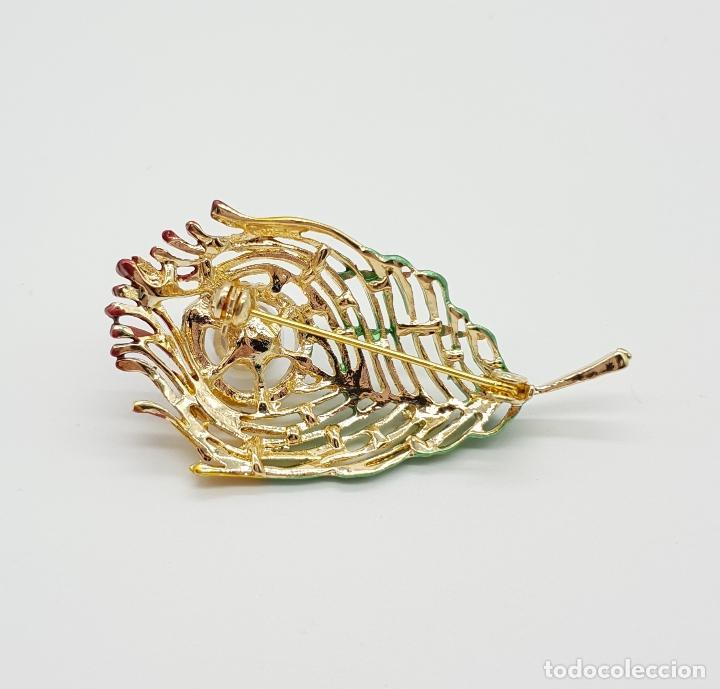 Joyeria: Bello broche con forma de pluma de pavo real, acabado en oro, esmaltes , circonitas y perla . - Foto 6 - 151556578