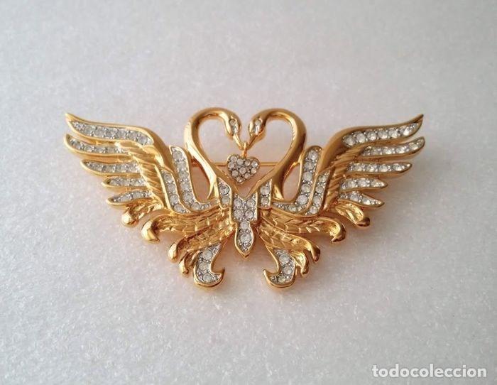 Nolan Miller - Clear Swarovski Crystal Kissing Swans Brooch - 22kt gold  plated