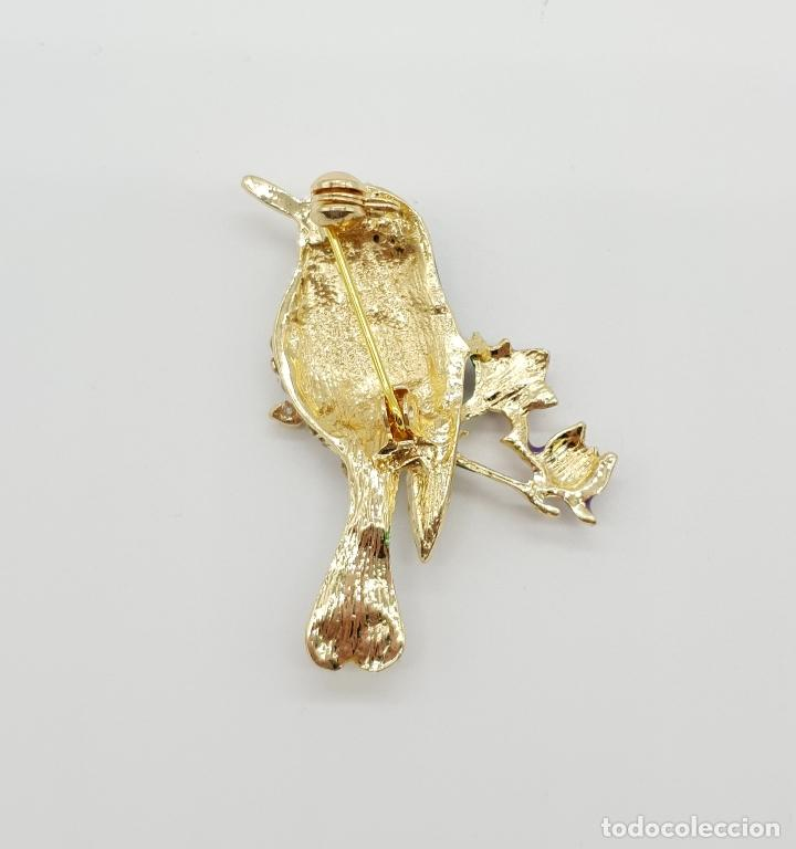 Joyeria: Bello broche de estilo vintage, acabado en oro, esmaltes y pavé de circonitas talla brillante . - Foto 5 - 233679465
