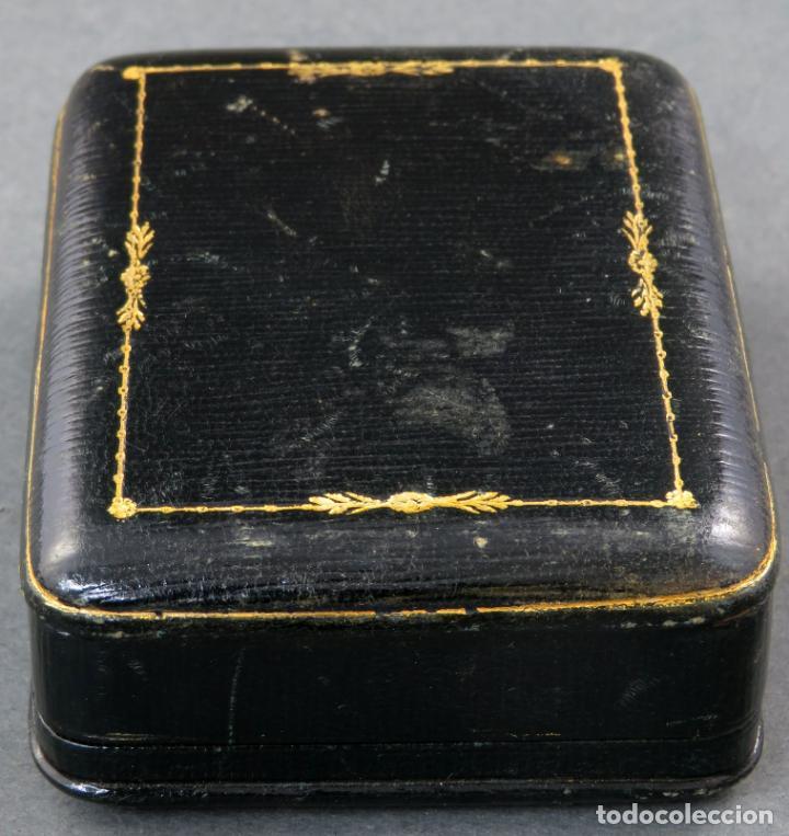 Joyeria: Estuche en piel negra e interior en seda de la Joyeria Güez de Madrid años 30 - Foto 2 - 152137010