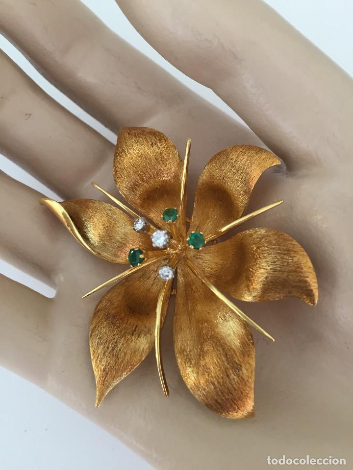 Joyeria: Broche de oro de 18 Kt. con diamantes y esmeraldas. - Foto 2 - 107655631