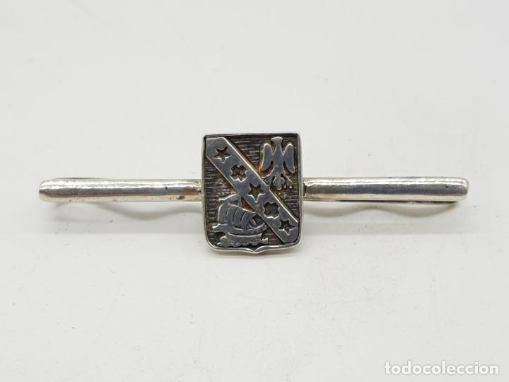 Joyeria: Elegante clip para corbata con escudo en plata de ley y grabados cincelados . - Foto 2 - 152683266