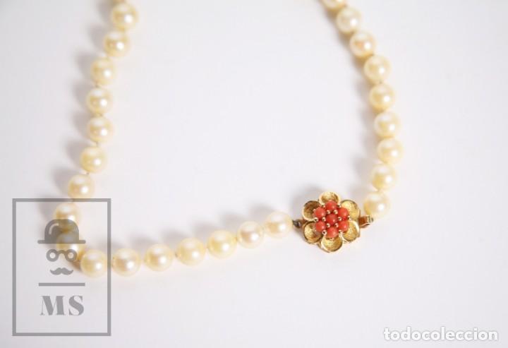 Joyeria: Precioso Collar de Perlas Cultivadas con Cierre de Oro y Cuentas de Coral Rojo - Longitud 64 cm - Foto 2 - 153193802