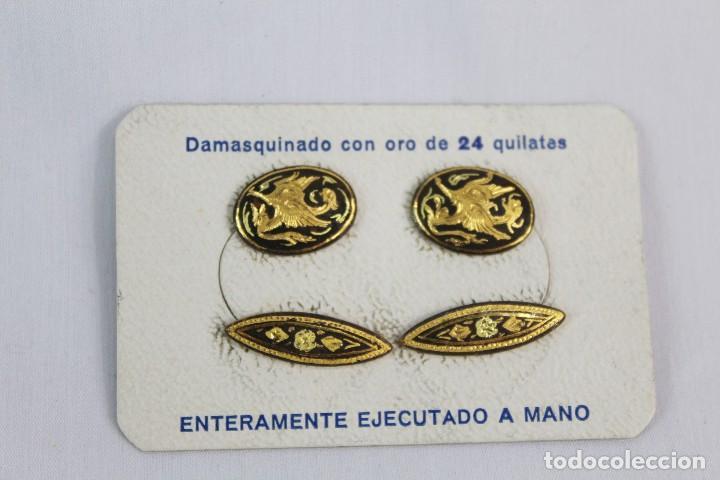 GEMELOS ANTIGUOS DAMASQUINADOS DE ORO DE TOLEDO EN CAJA SIN ESTRENAR (Joyería - Varios)