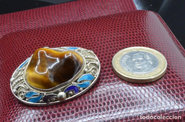 Joyeria: PRECIOSO BROCHE VINTAGE CON GRAN OJO DE TIGRE, ESMALTES CLOISONNE Y PLATA - PUNZONES - 12,8GR CHINA - Foto 21 - 154400486