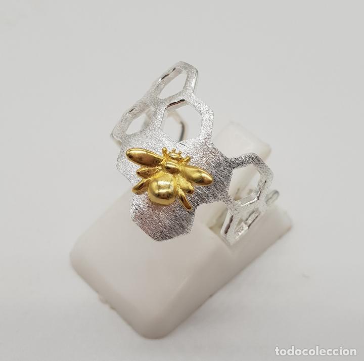 Joyeria: Anillo sofisticado de diseño minimalista en plata de de ley 925 y oro de 18k, abeja sobre panal . - Foto 2 - 154440570