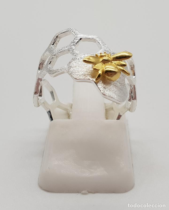 Joyeria: Anillo sofisticado de diseño minimalista en plata de de ley 925 y oro de 18k, abeja sobre panal . - Foto 3 - 154440570