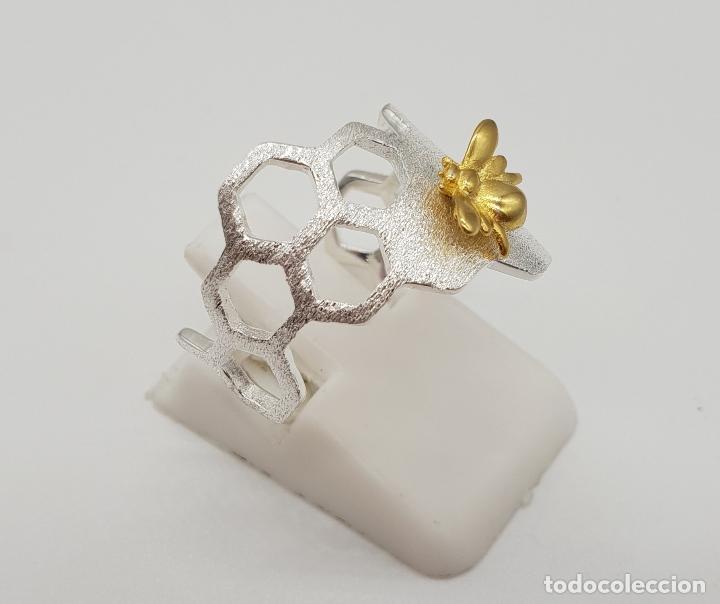 Joyeria: Anillo sofisticado de diseño minimalista en plata de de ley 925 y oro de 18k, abeja sobre panal . - Foto 4 - 154440570