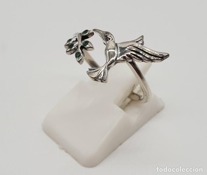 Joyeria: Bella sortija de estilo vintage en plata de ley contrastada, colibrí y rama con circonitas verdes . - Foto 2 - 154441834