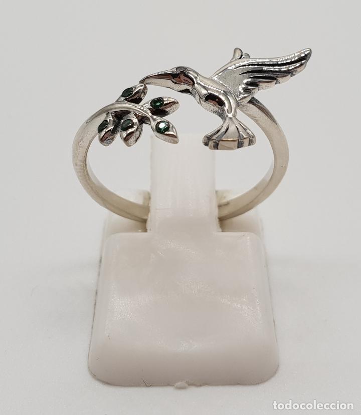 Joyeria: Bella sortija de estilo vintage en plata de ley contrastada, colibrí y rama con circonitas verdes . - Foto 3 - 154441834